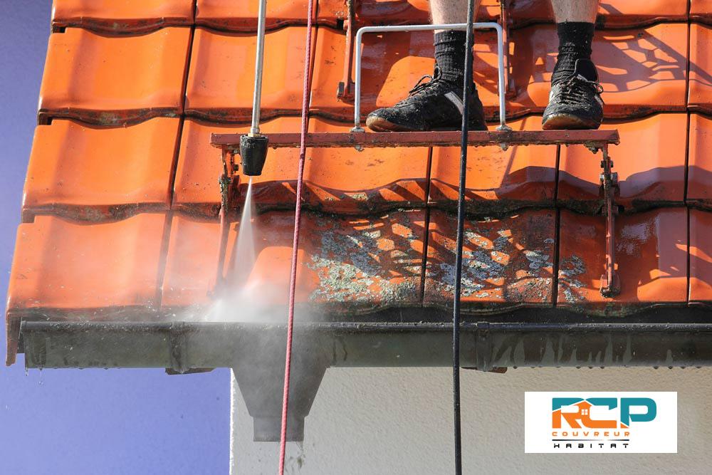 Nettoyage haute pression de toiture dans le Var